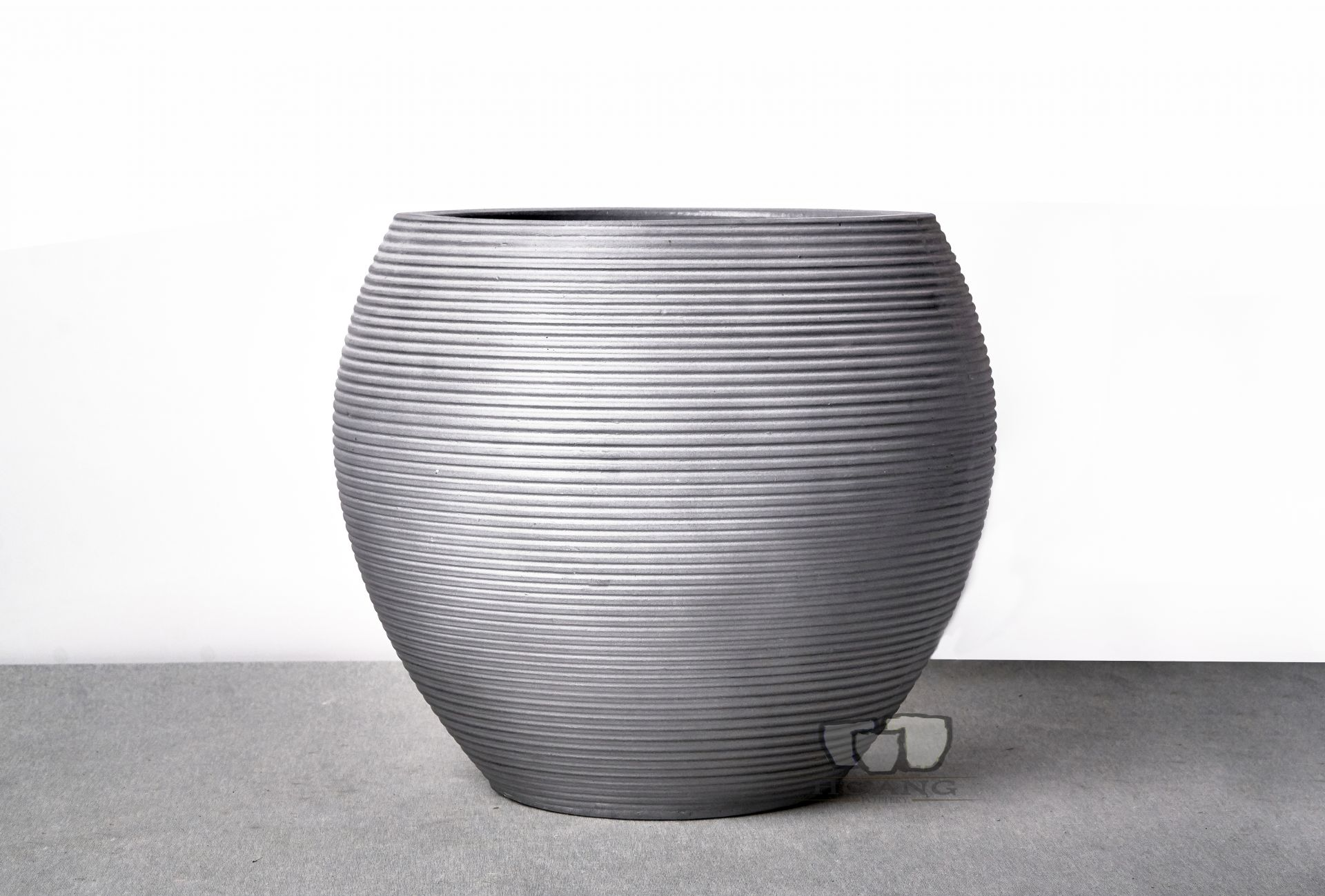 THE UNIQUE FEATURES OF CEMENT PLANTERS IN INTERIOR DECORATION